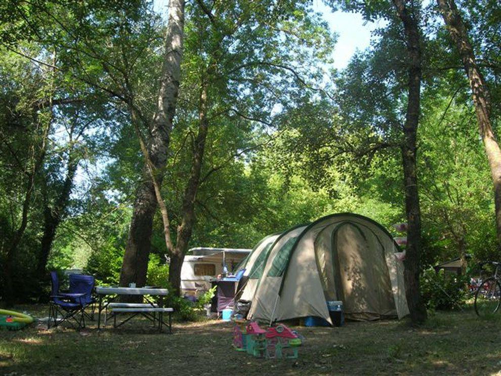 Camping dans le gard camping avec piscine camping for Camping 4 etoiles lozere avec piscine